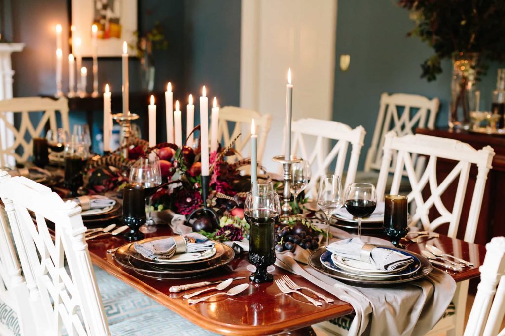 formal-dining-table-setting-holidays