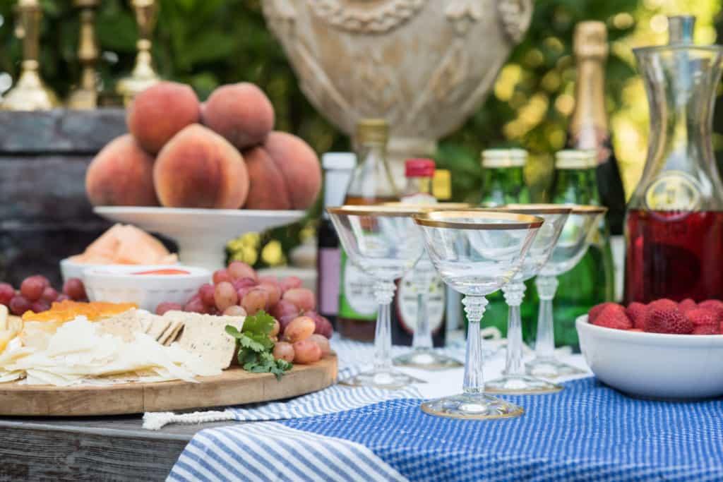 nandina-setting-the-bar-entertaining-outdoor-table-setting