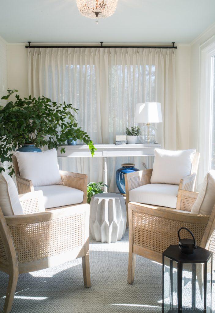 Image of a Sunroom. The art of accessorizing
